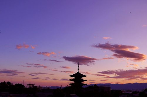 夜の京都八坂の塔